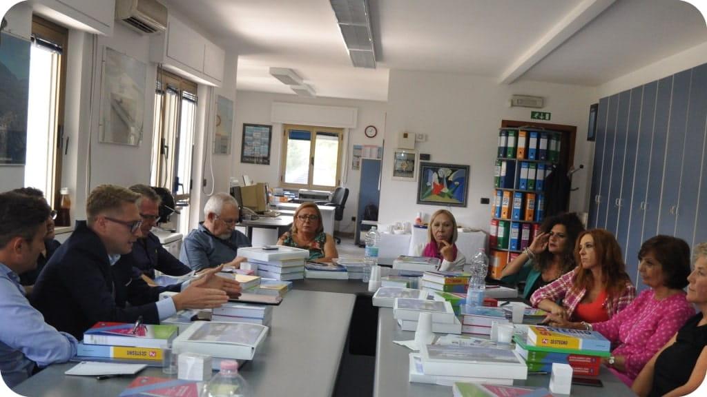 istituto-didattico-azienda-riunione-patecipanti-1024x576-min